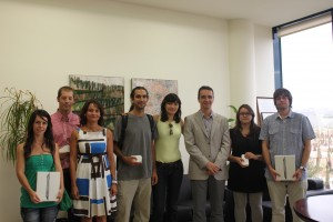 I Concurso de videos y cuñas estatuto del estudiante. El primer premio de la cuña y el video lo han recibido los estudiantes de la UMH José Carlos Lledó Vivés y Laura Rodríguez Maciá.