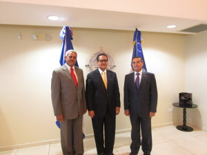 12-06-15-visita universidad autónoma santo domingo