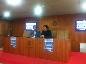 De izda. a dcha.: el director de los Cursos de Verano de la UMH, Enrique Conejero, y el concejal de Cultura y Modernización del Ayuntamiento de Alicante, Daniel Simón Pla.
