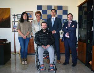 La vicerrectora María Teresa Pérez Vázquez con representantes de Encuentros Now y Víctor Piqueras.