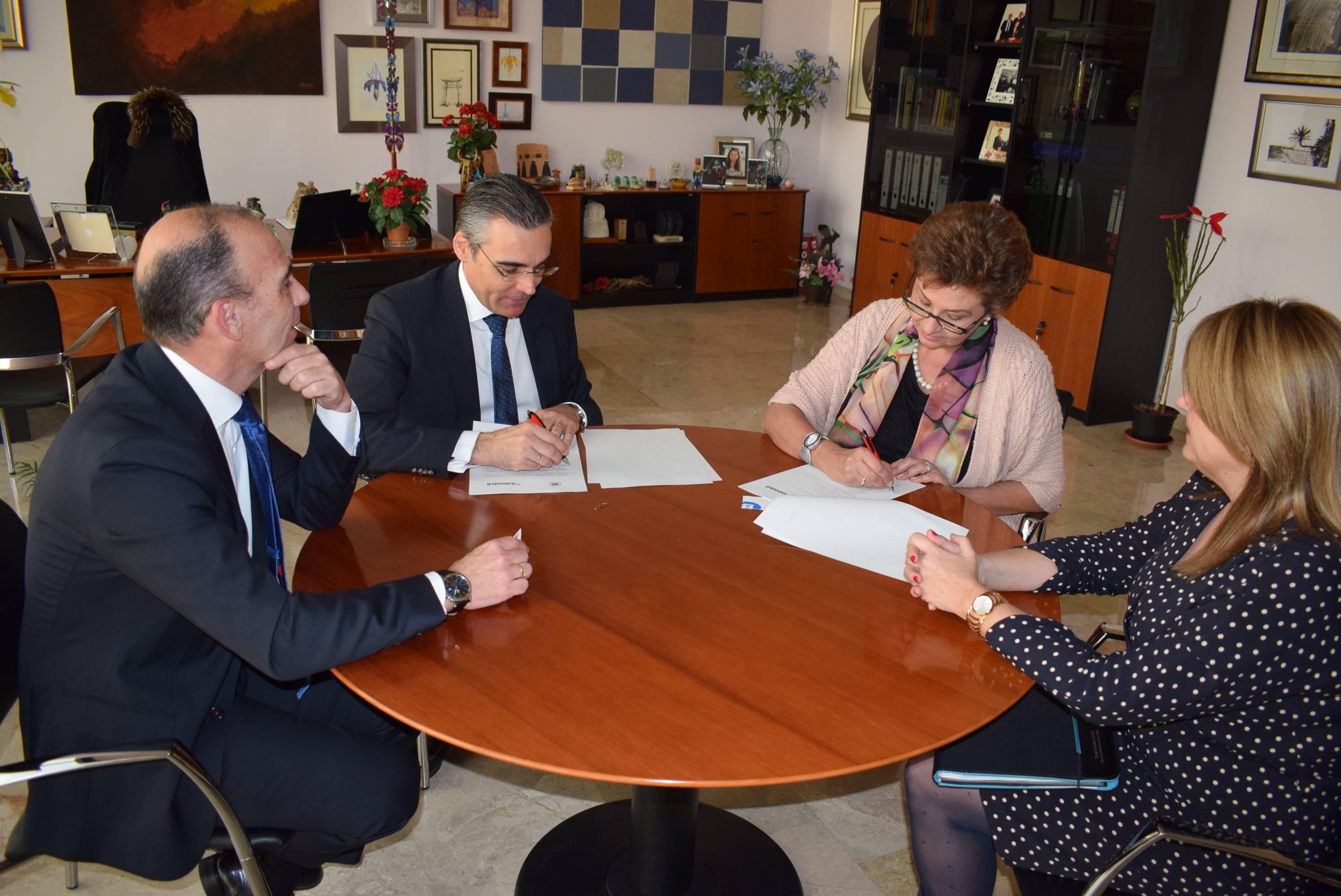 La umh y el banco sabadell firman un convenio de for Convenio oficinas y despachos alicante