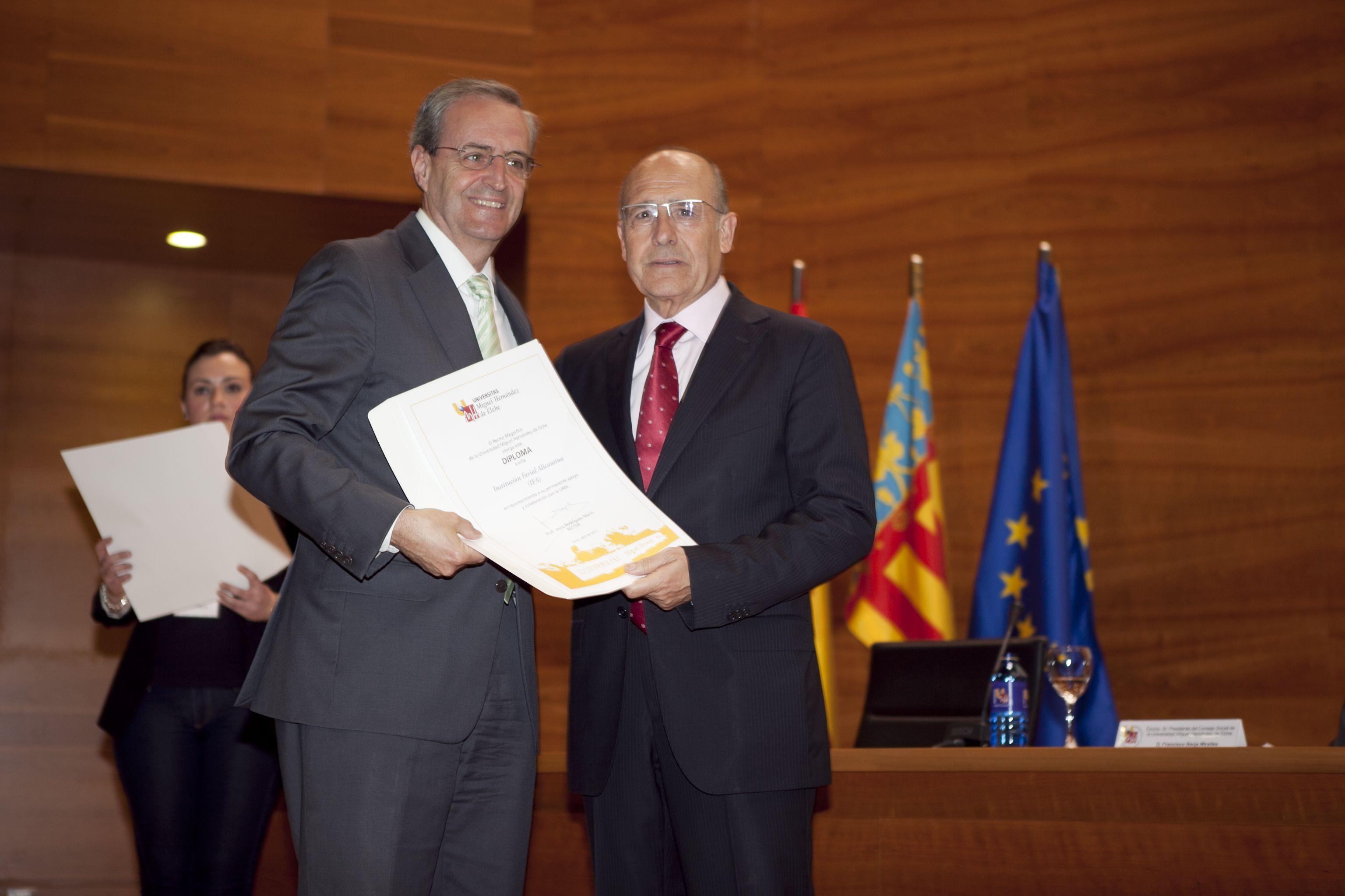 umh-diplomas-rector_mg_6649.jpg