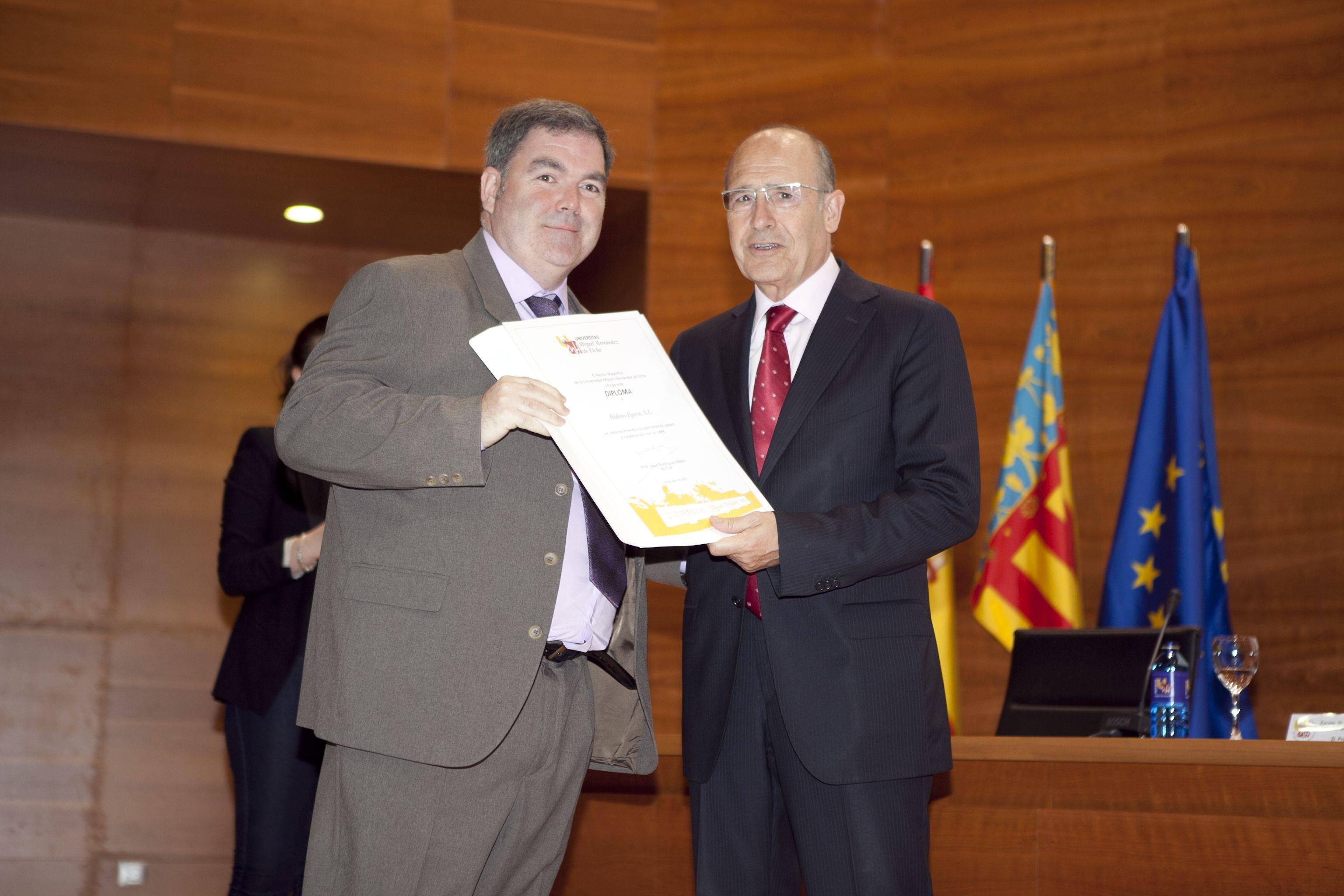 umh-diplomas-rector_mg_6717.jpg