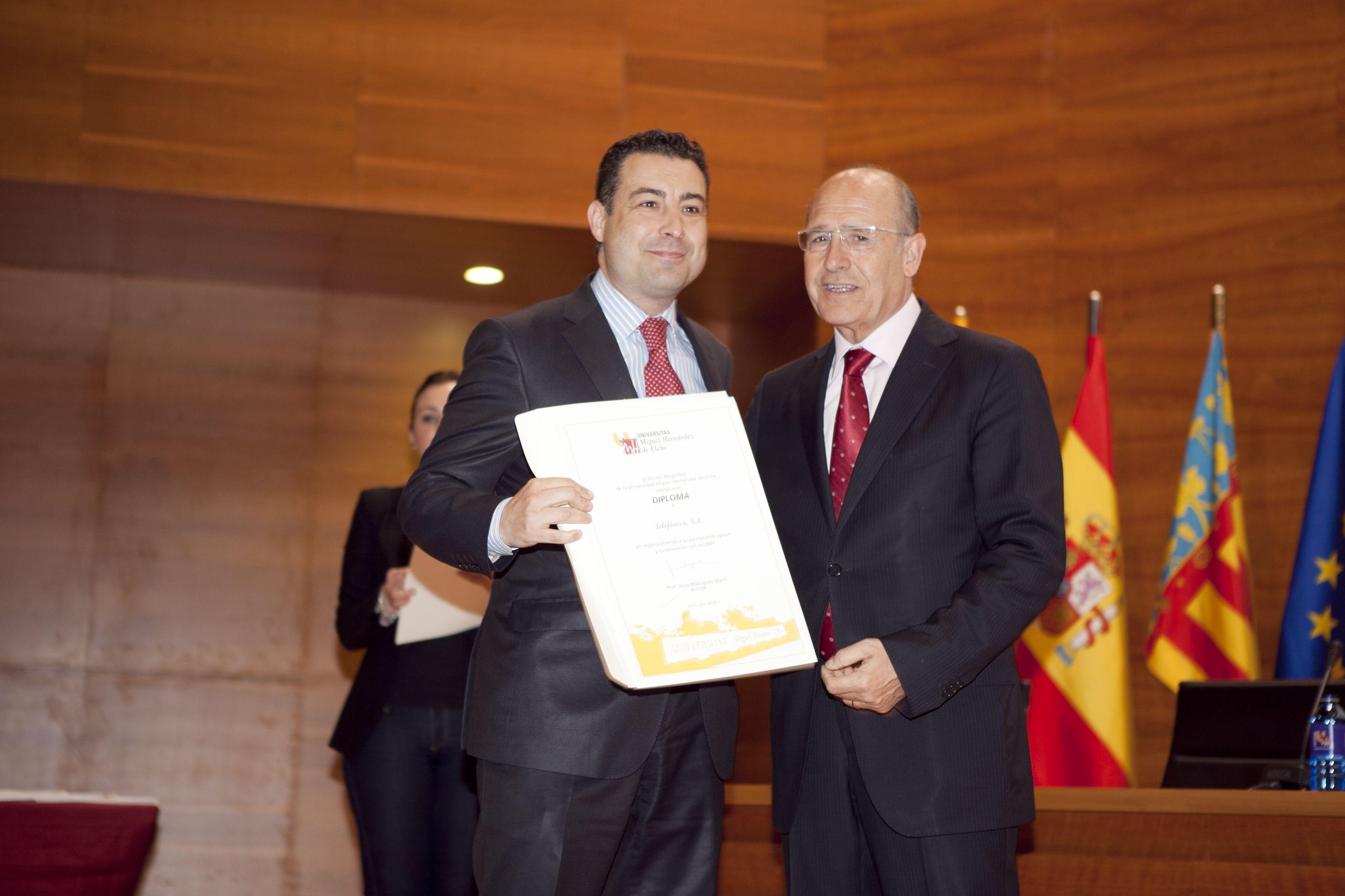 umh-diplomas-rector_mg_6812.jpg