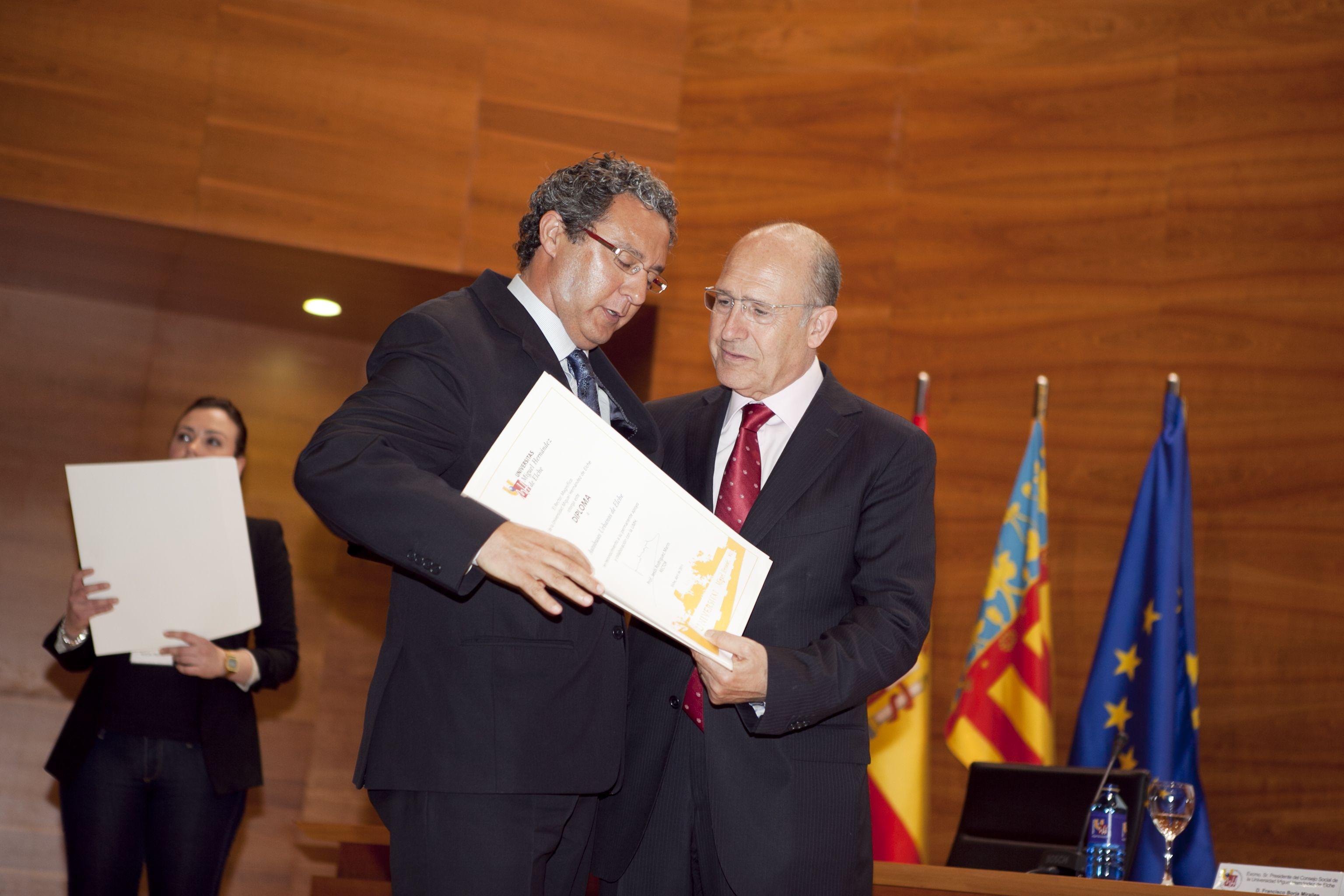 umh-diplomas-rector_mg_6821.jpg