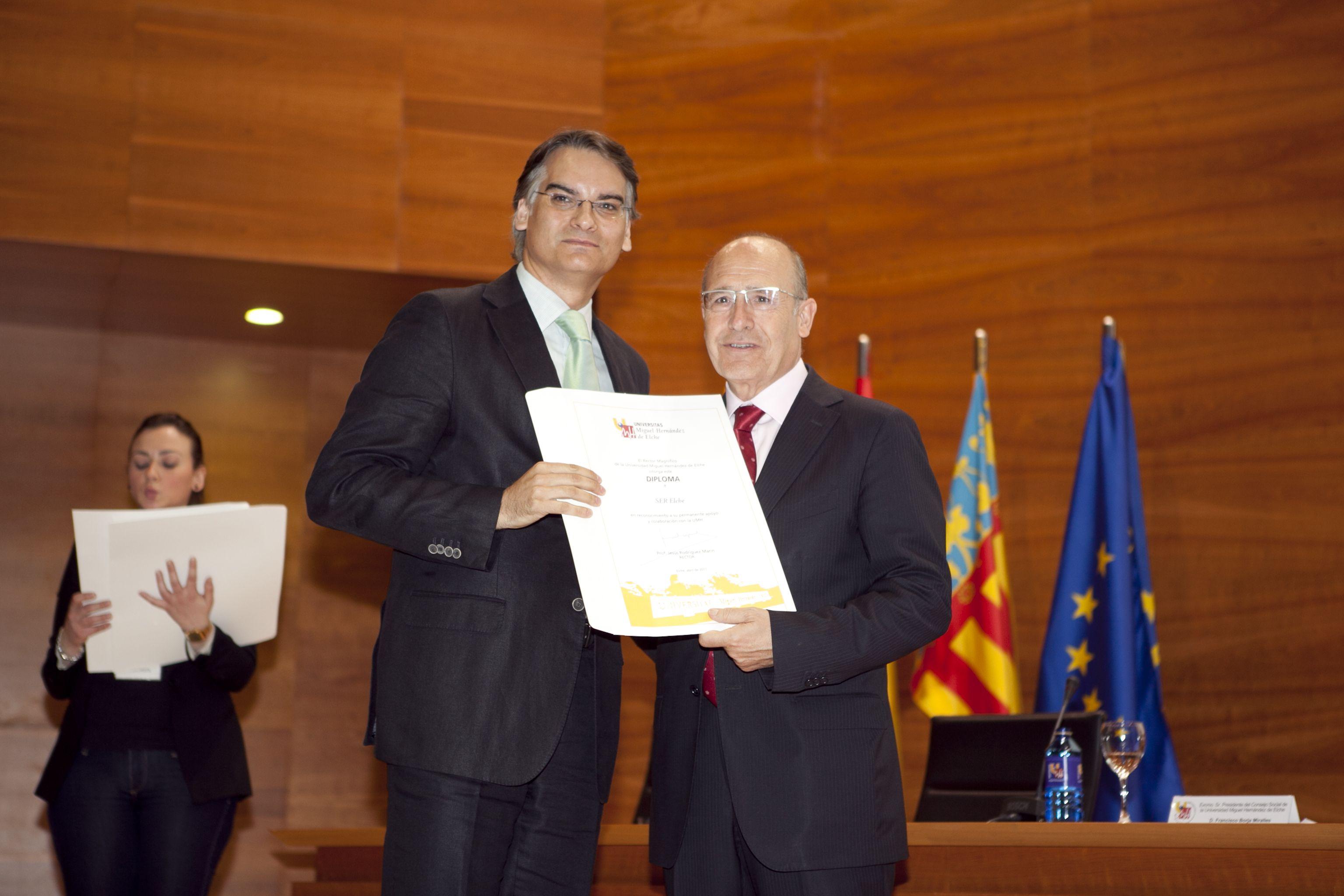 umh-diplomas-rector_mg_6884.jpg