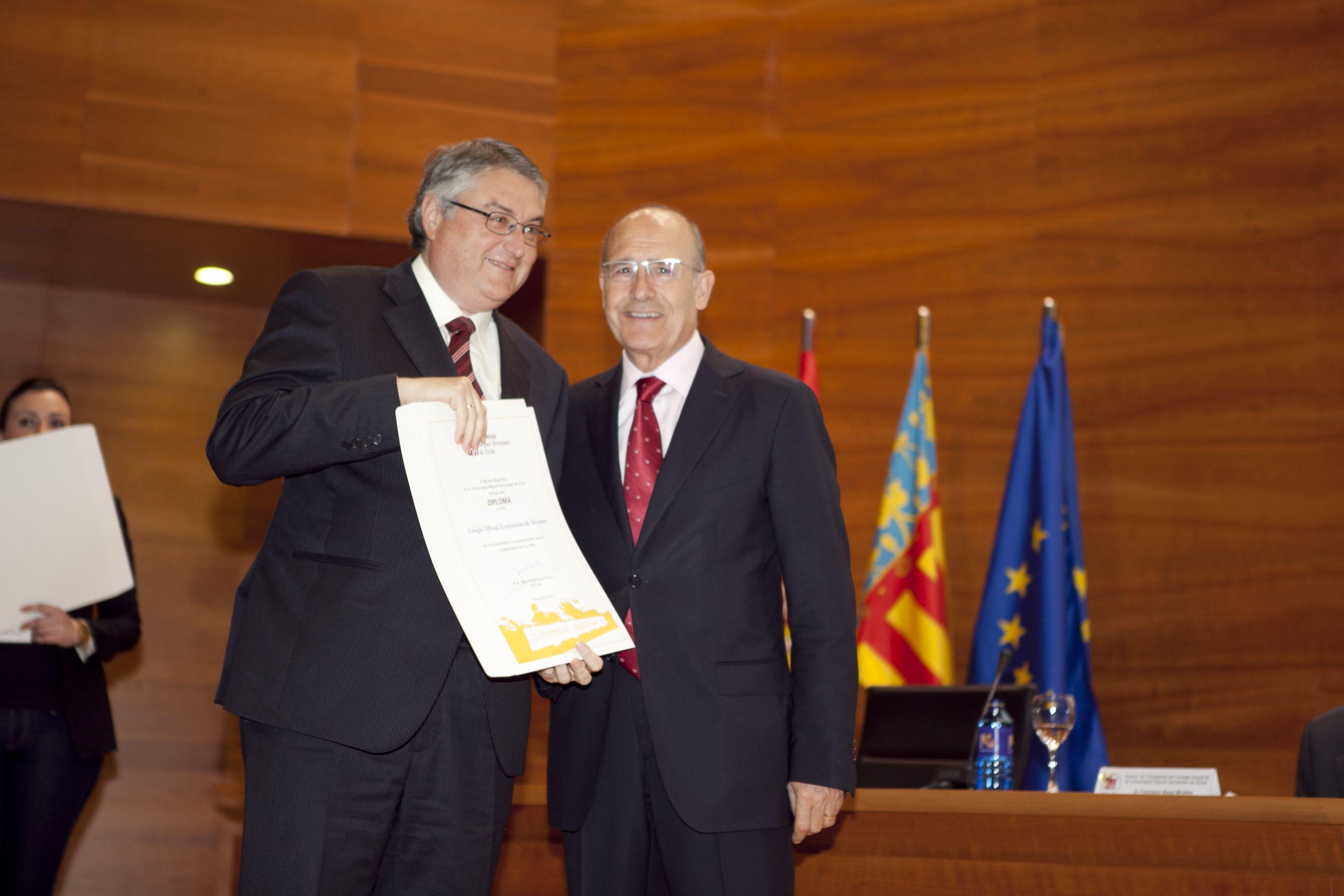 umh-diplomas-rector_mg_6899.jpg