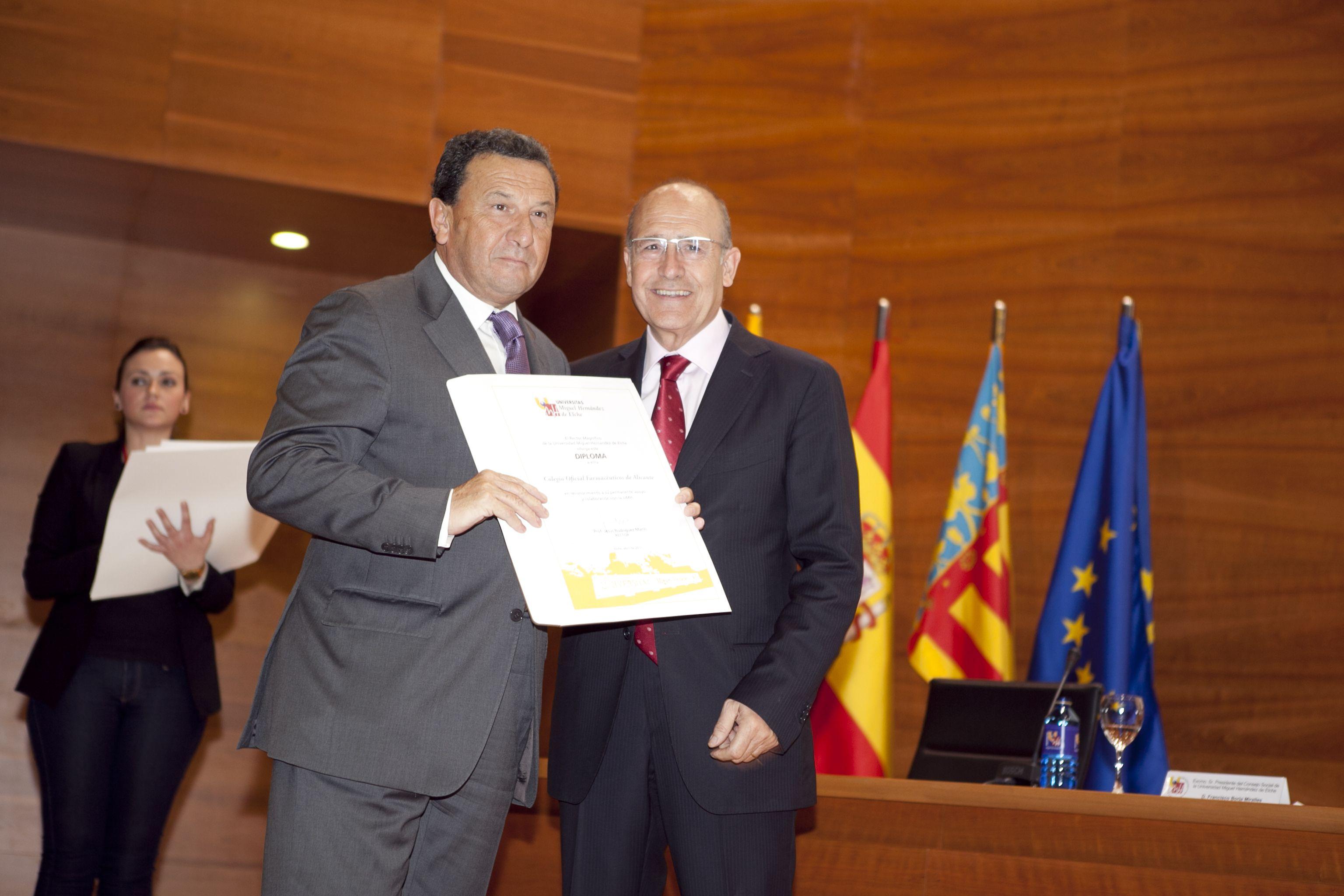 umh-diplomas-rector_mg_6905.jpg