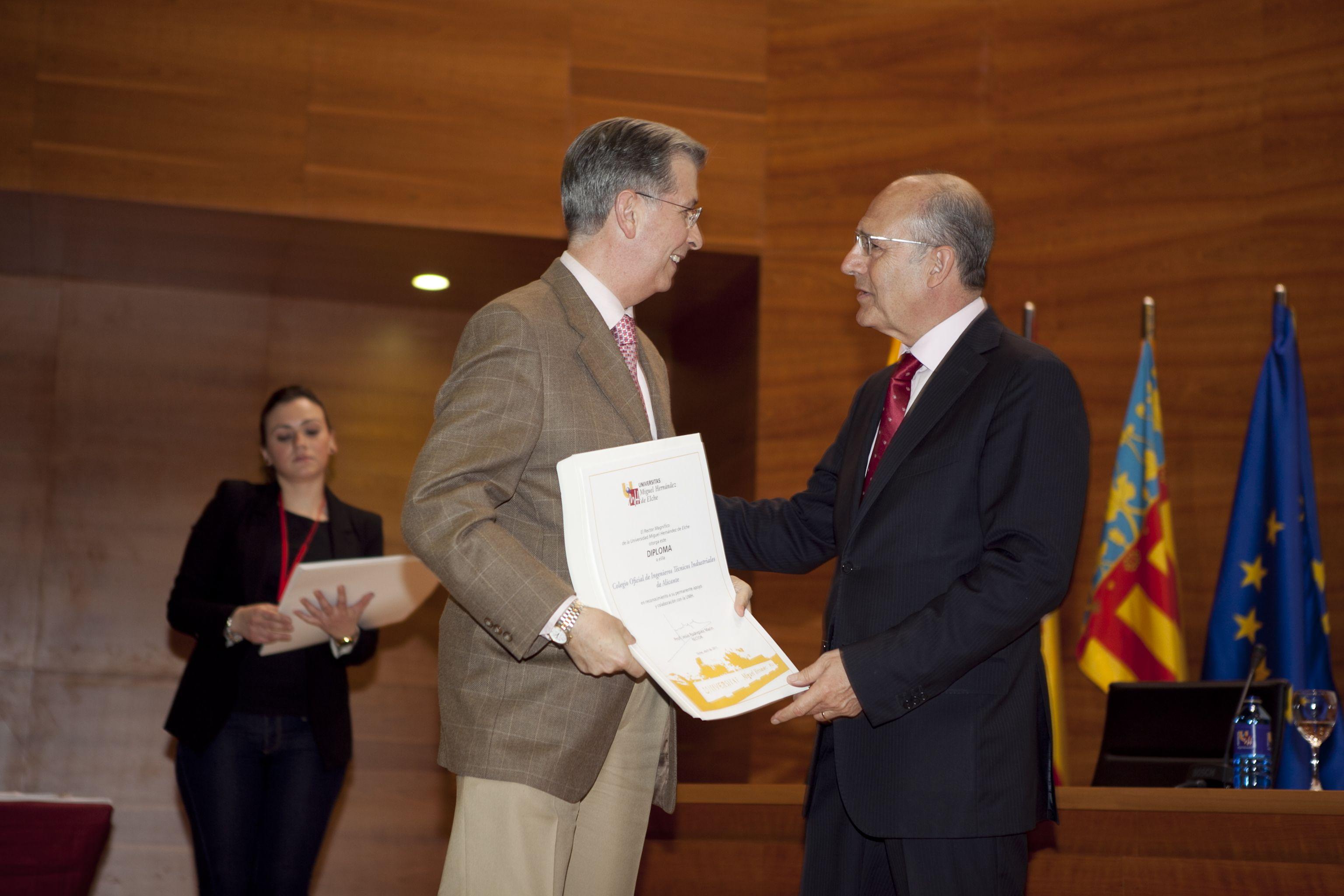 umh-diplomas-rector_mg_6916.jpg
