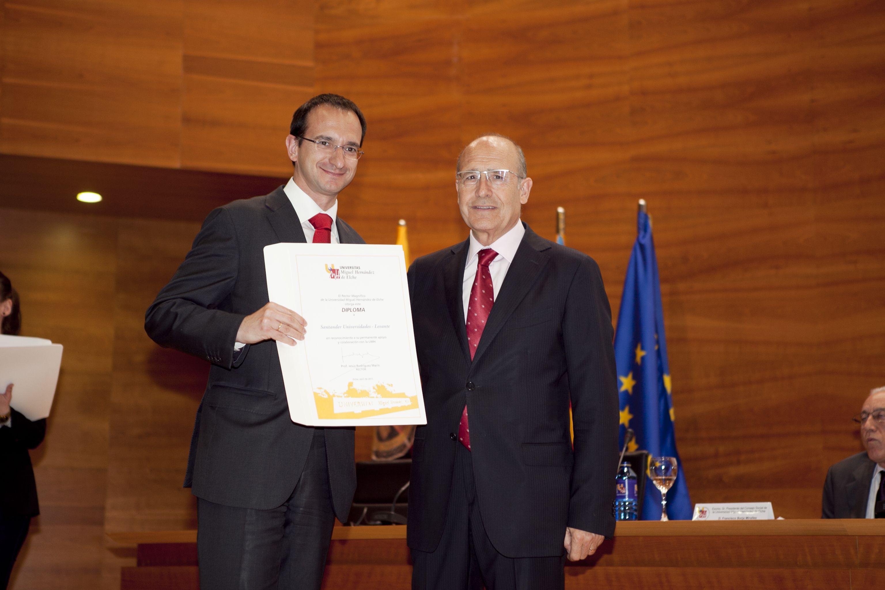 umh-diplomas-rector_mg_6963.jpg