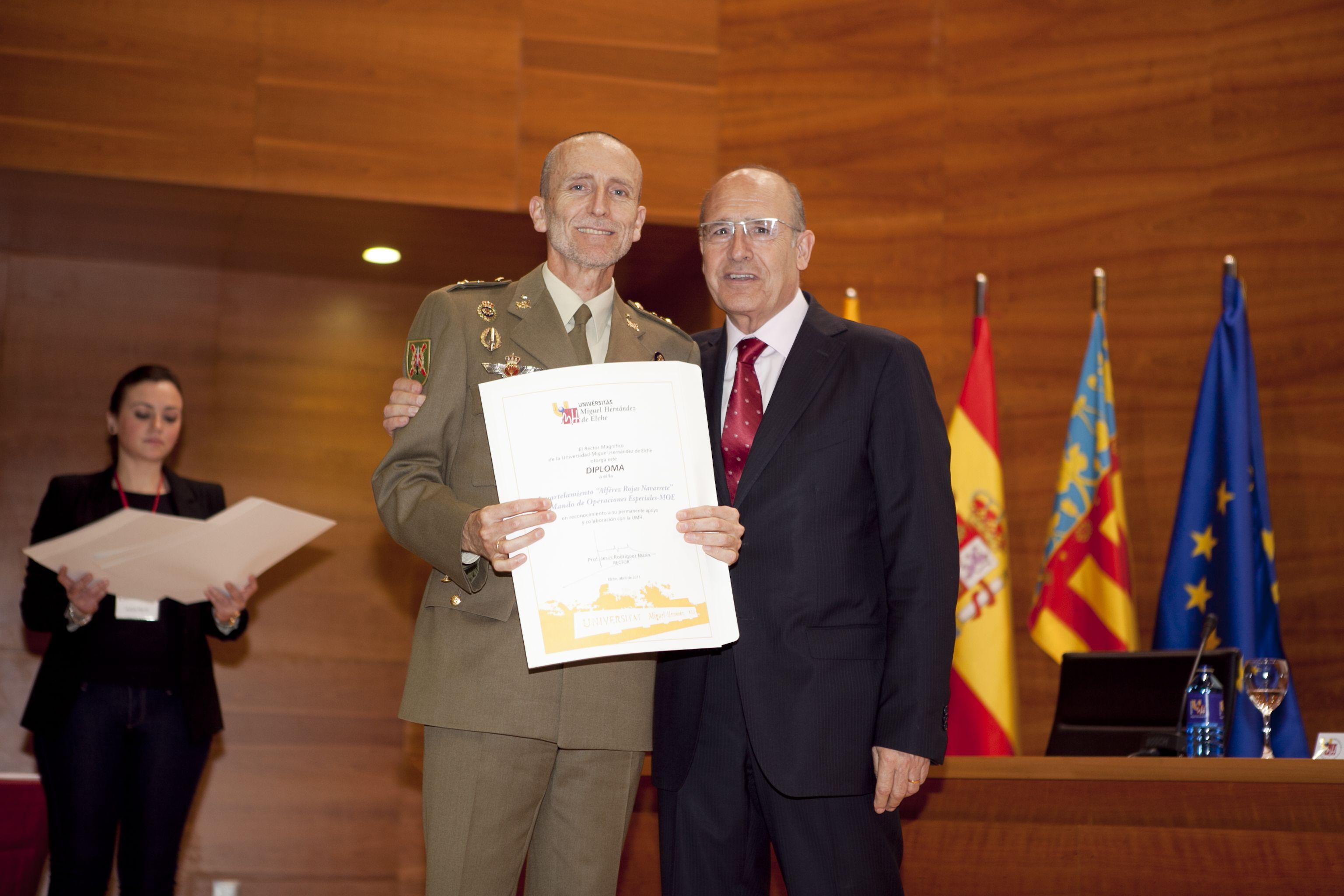 umh-diplomas-rector_mg_6989.jpg