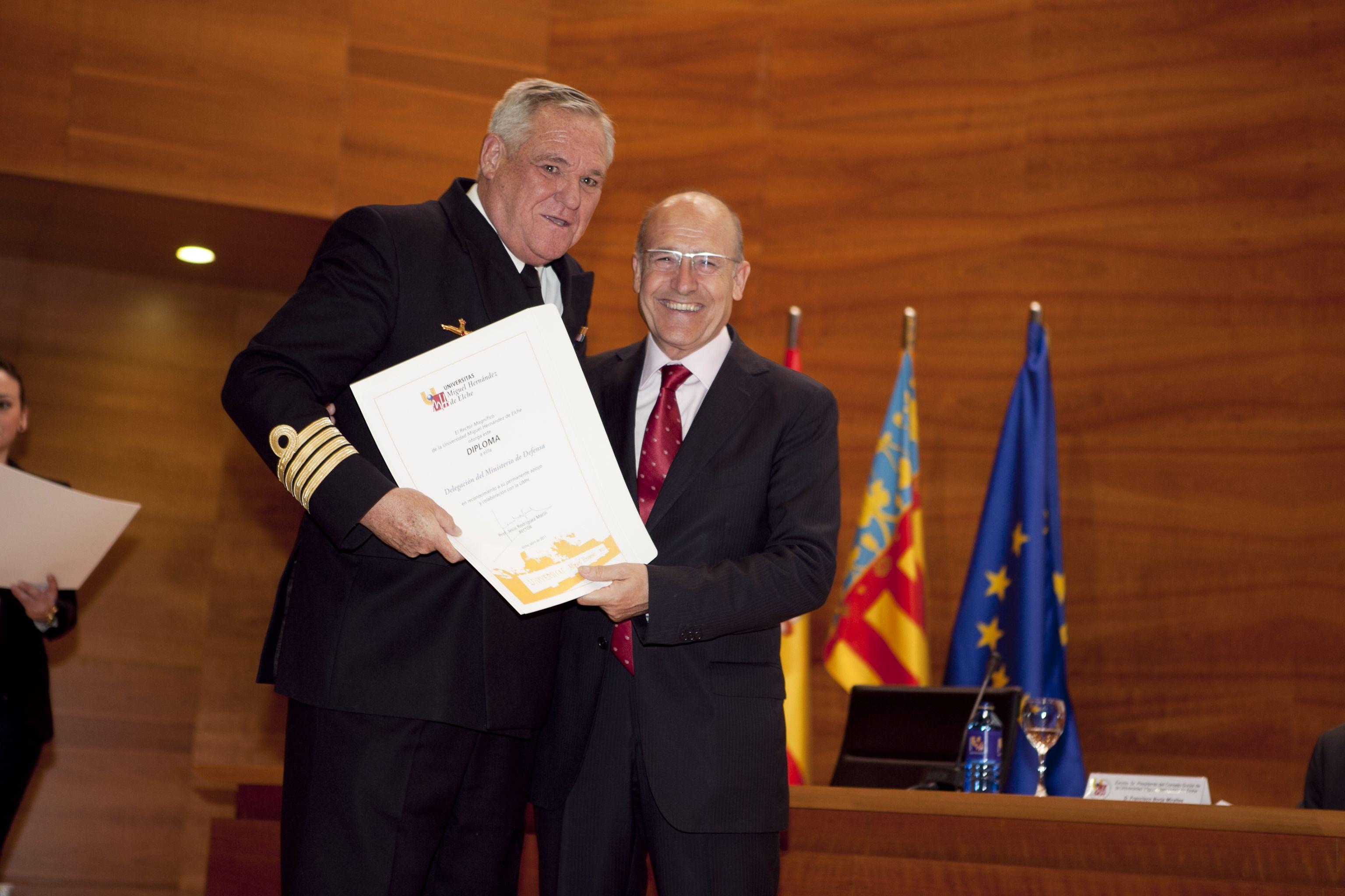 umh-diplomas-rector_mg_6995.jpg