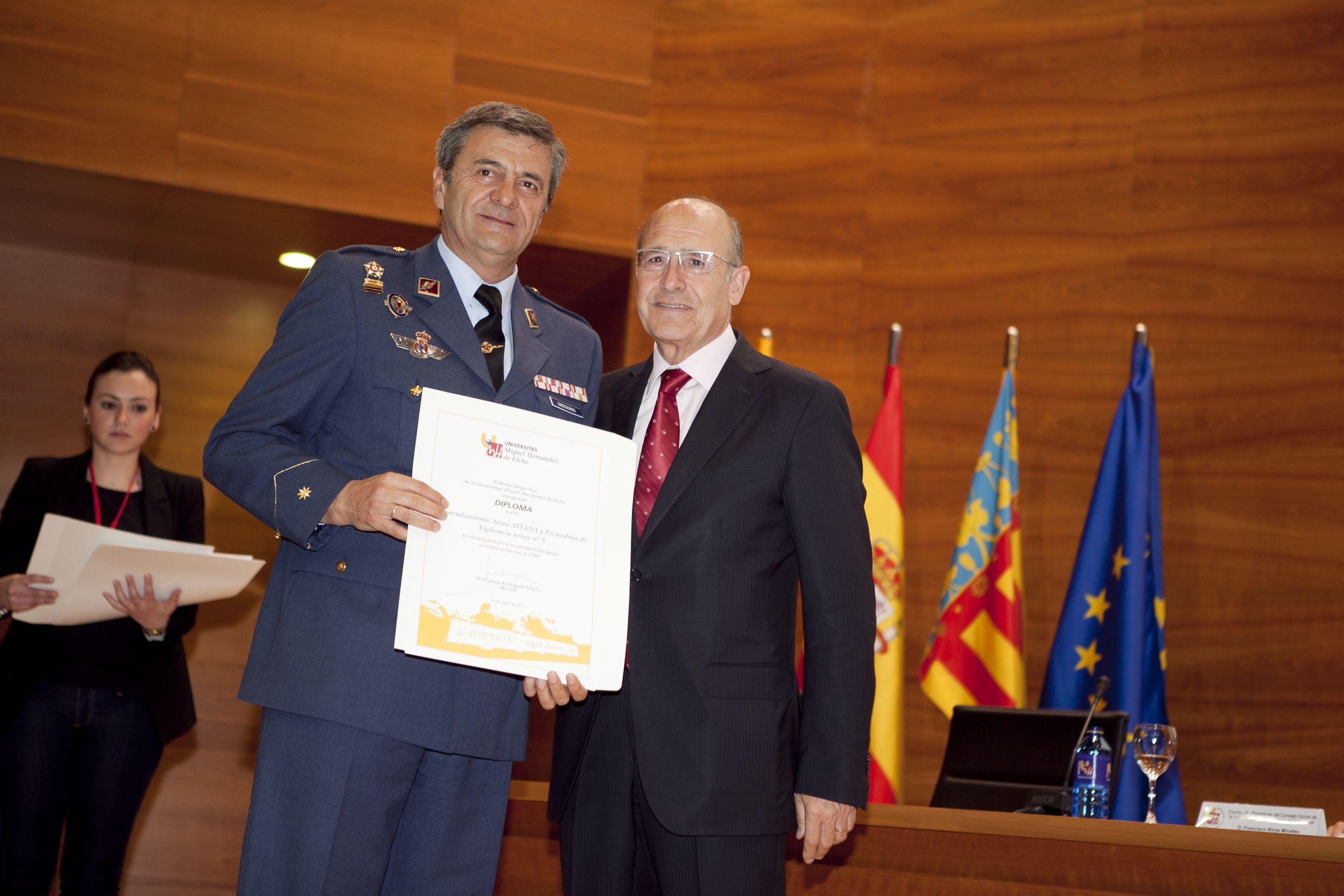 umh-diplomas-rector_mg_7009.jpg