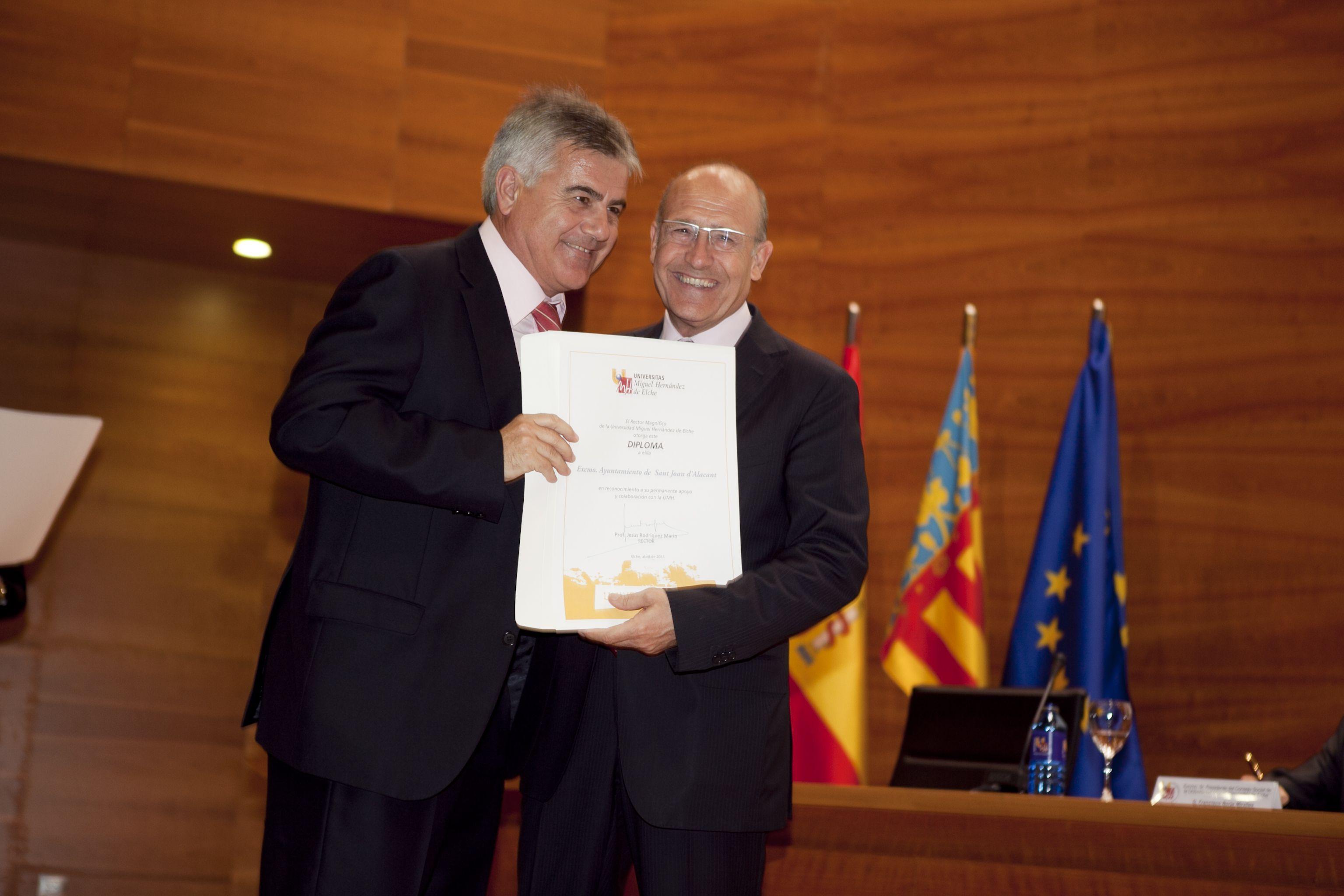 umh-diplomas-rector_mg_7036.jpg