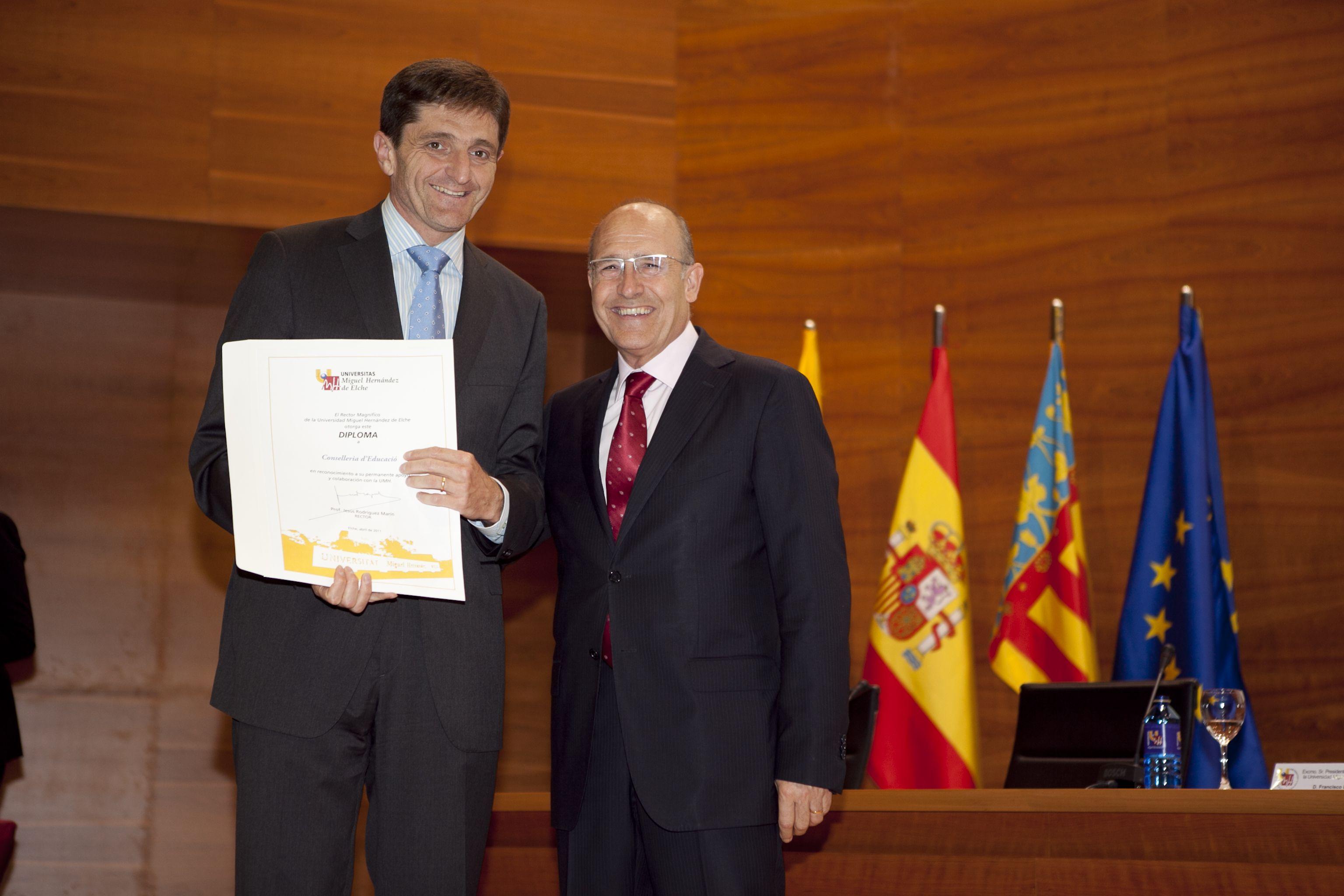 umh-diplomas-rector_mg_7046.jpg