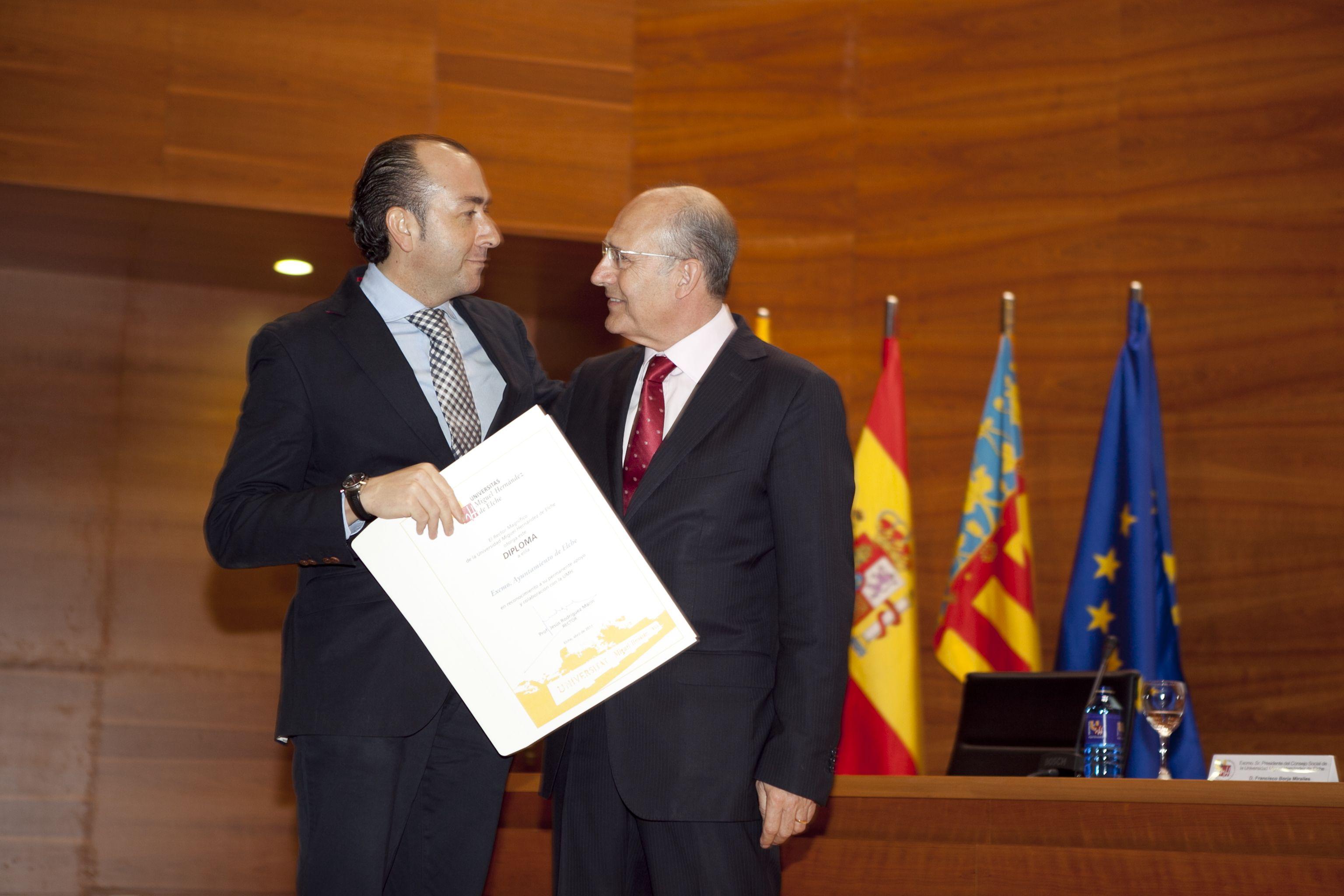 umh-diplomas-rector_mg_7052.jpg