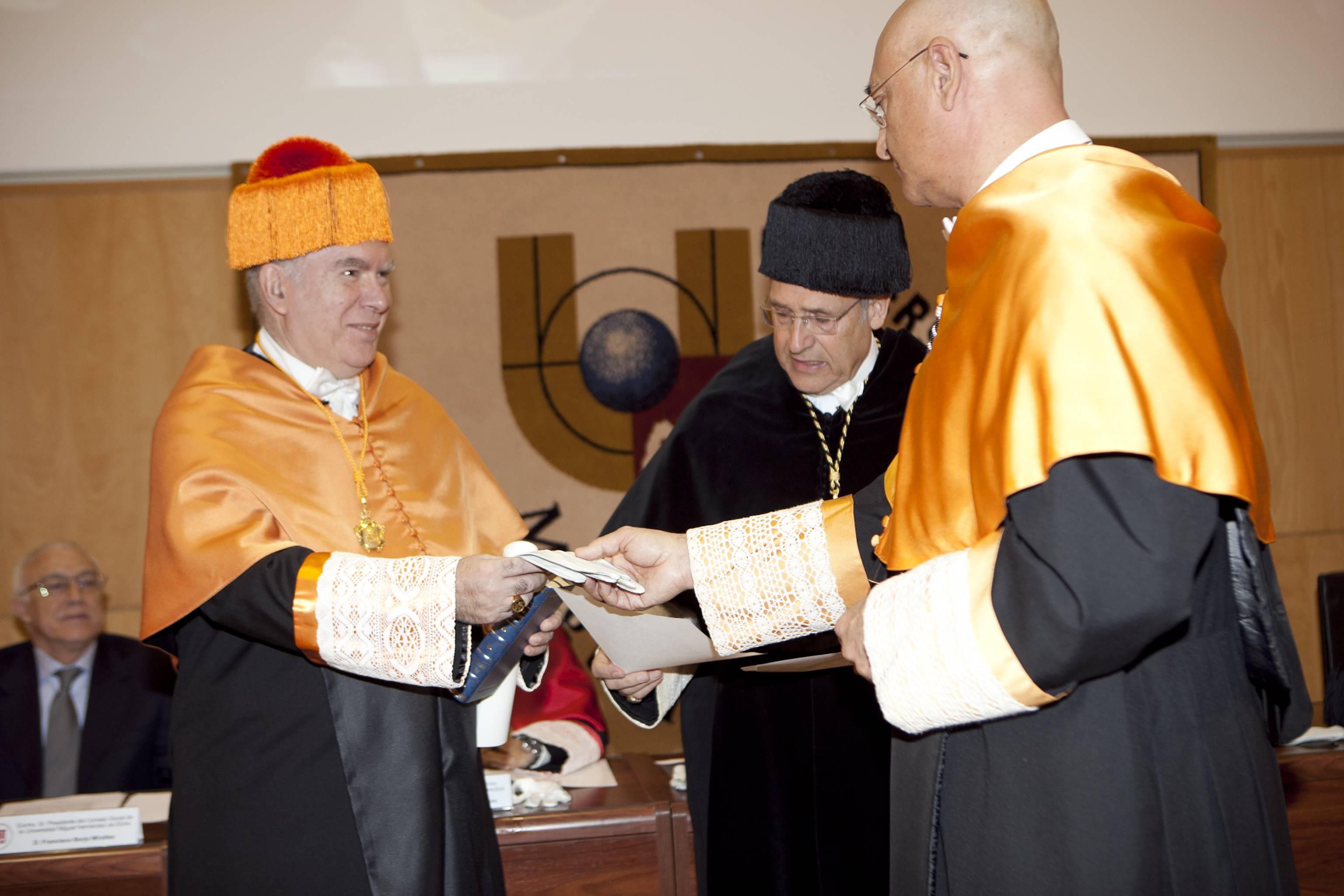 doctor-honoris-causa-luis-gamir_mg_0775.jpg