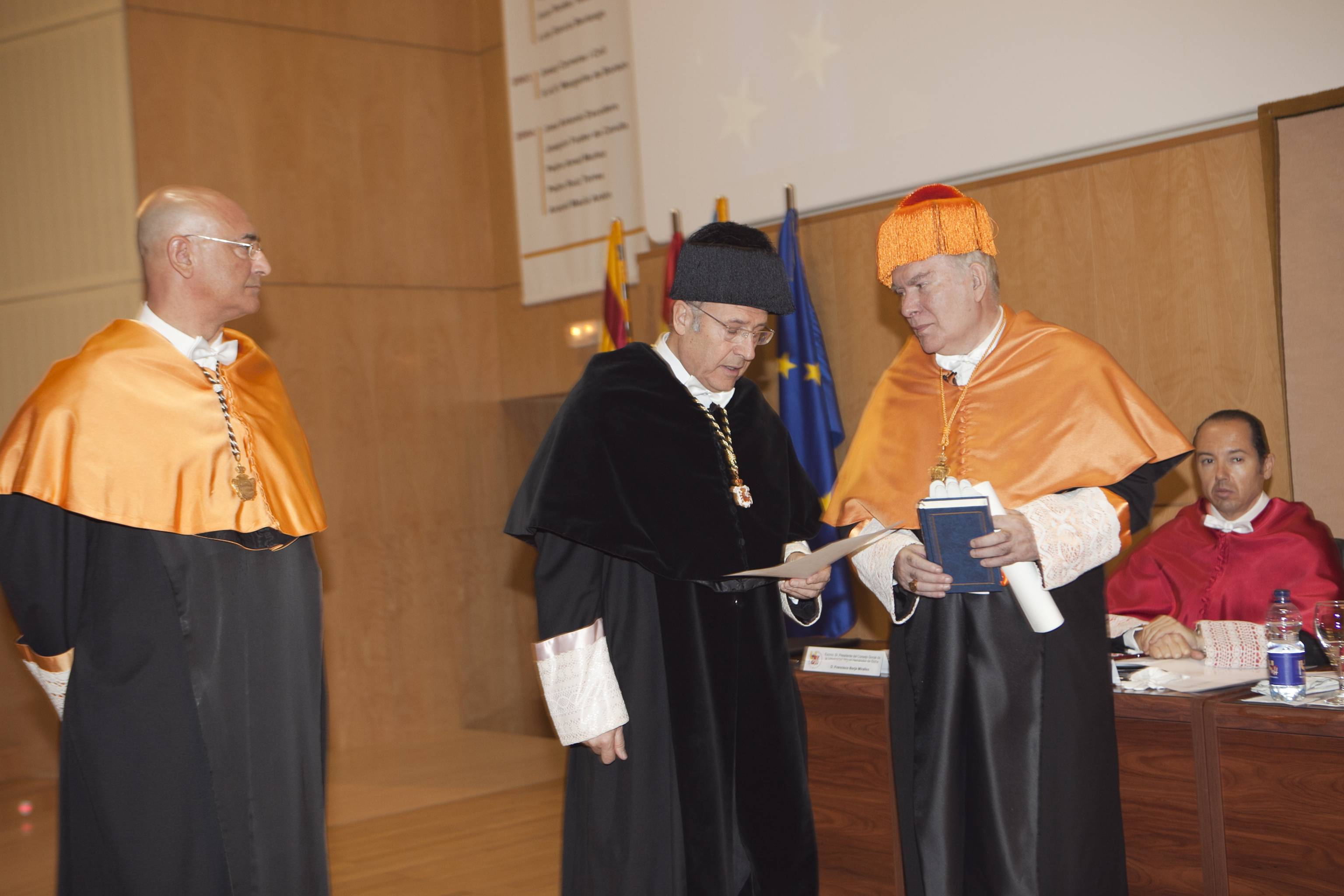 doctor-honoris-causa-luis-gamir_mg_0792.jpg
