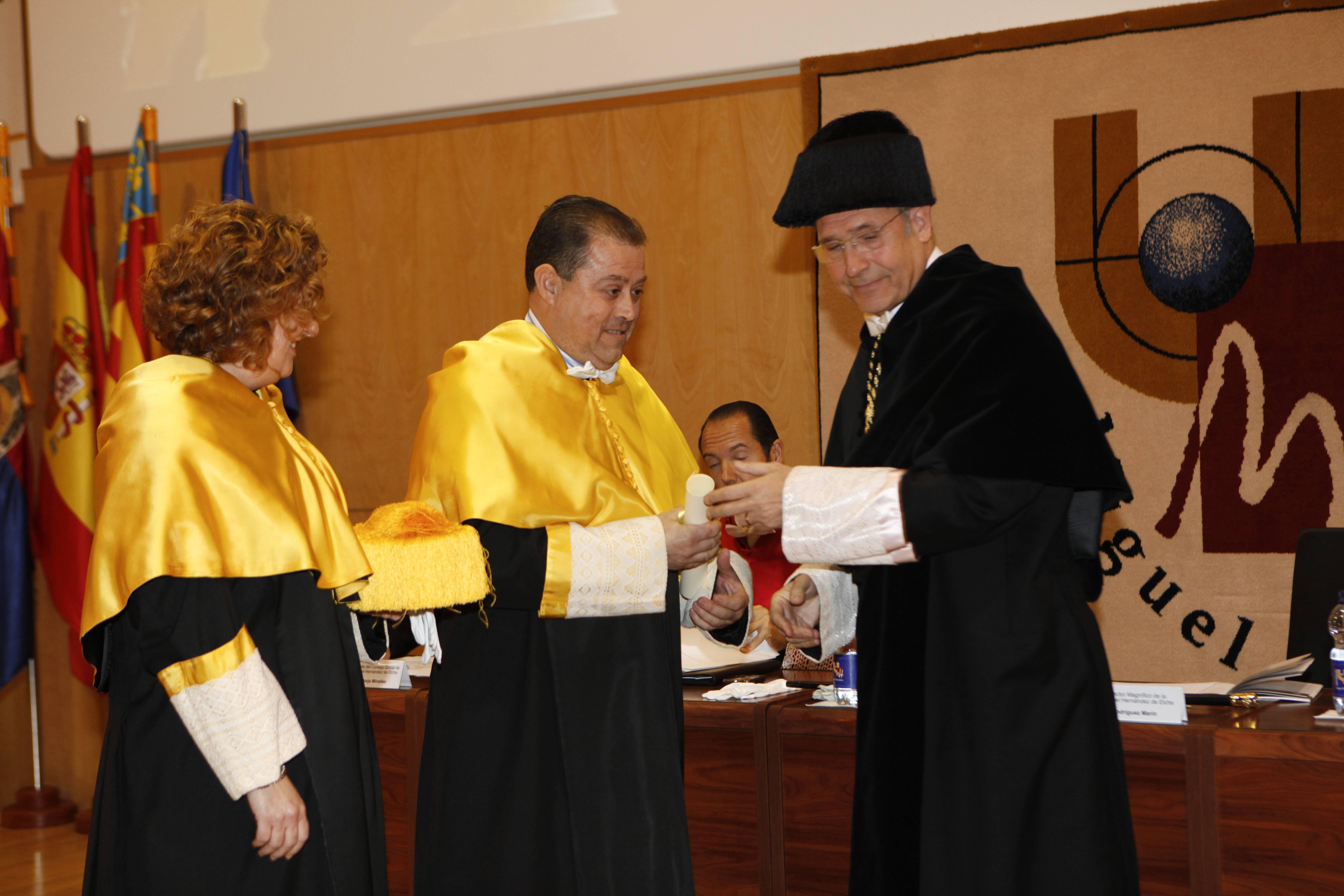 doctor-honoris-causa-luis-gamir_mg_1098.jpg
