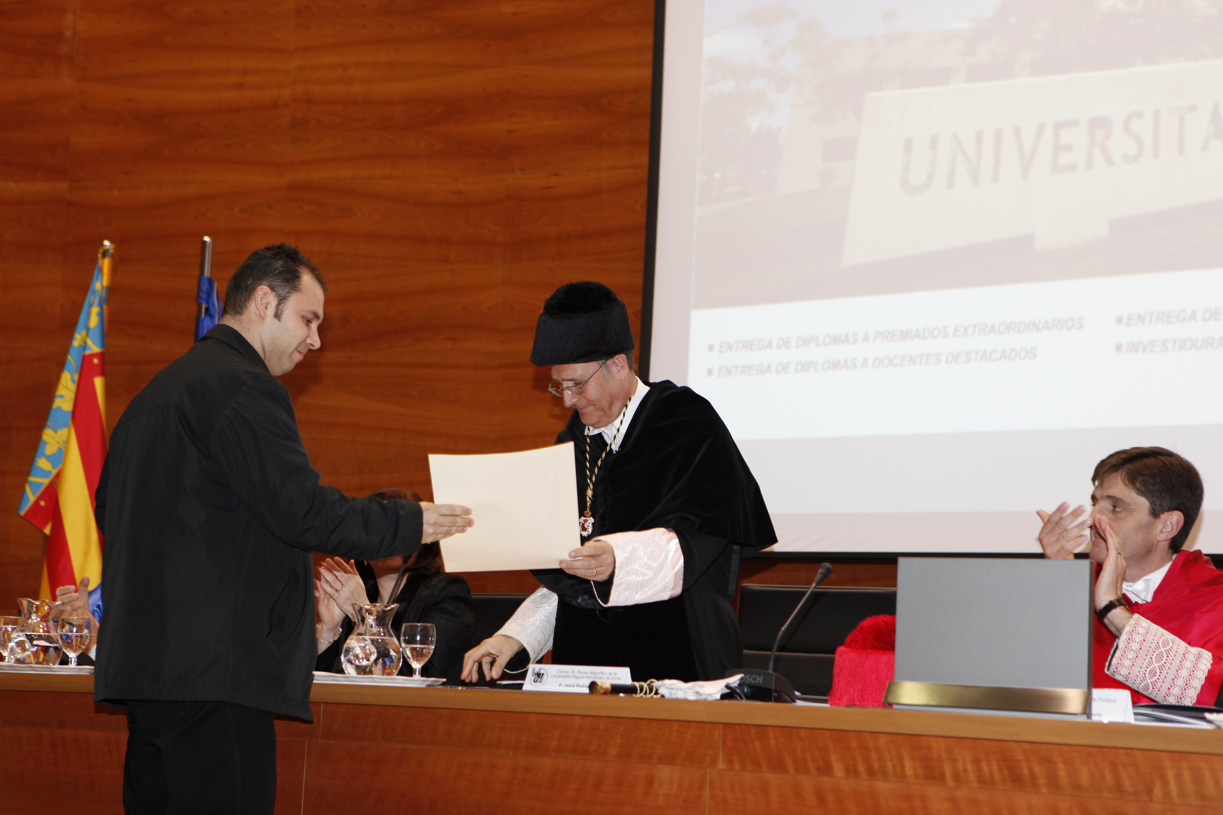 Entrega Diplomas_mg_5292.jpg