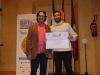 Juan-Manuel-Pérez-García-recibe-su-premio-al-mejor-póster-de-manos-de-Mario-Días-presidente-del-comité-científico-de-SEOBirdLife